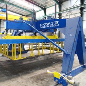 Máquina para prefabricar marcos de concreto con paneles modulares